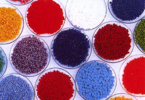 吹瓶专用色粉在塑料化妆品瓶子中的重要性光扩散料厂家